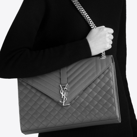 f615682e89 Yves Saint Laurent Grey Large Envelope Chain Bag. M 5bbb7d966a0bb72ee5949b77